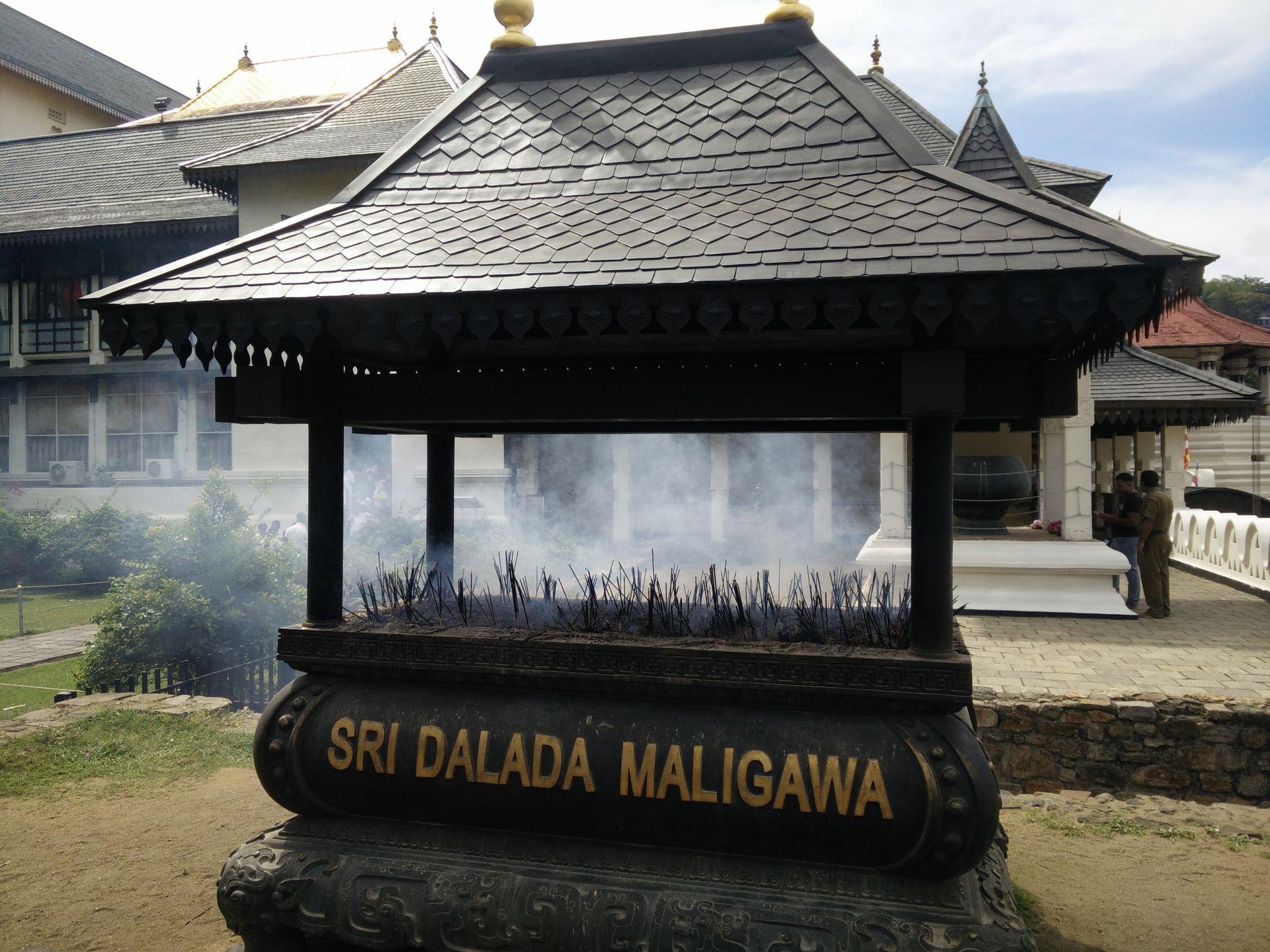 Beim Zahntempel in Kandy